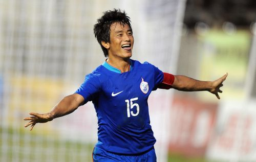 India's Bhaichung Bhutia celebrates the